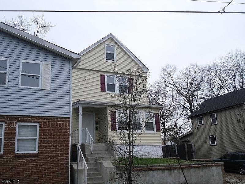 Maison avec plusieurs logements pour l Vente à 572 CHRISTOPHER Street Orange, New Jersey 07050 États-Unis