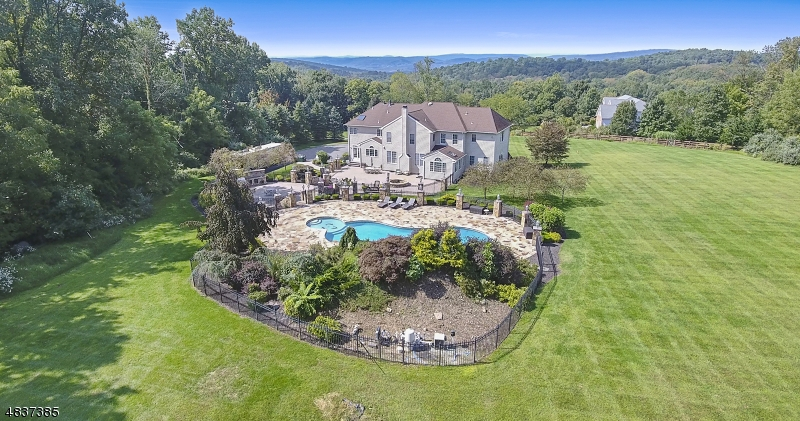 Maison unifamiliale pour l Vente à 19 MIDDLESWORTH FARM Road Washington, New Jersey 07853 États-Unis