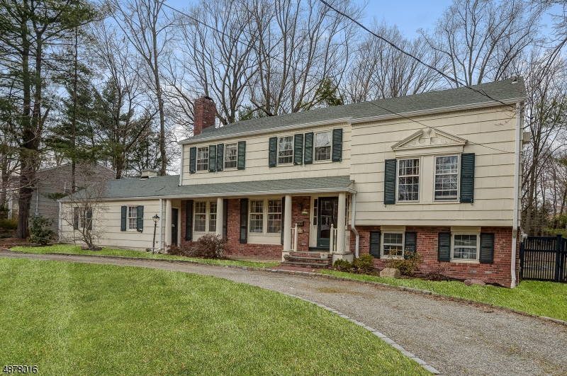 Single Family Home for Sale at 165 LONG HILL DR 165 LONG HILL DR Millburn, New Jersey 07078 United States
