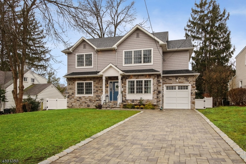 Maison unifamiliale pour l Vente à 174 MIDWOOD Road Glen Rock, New Jersey 07452 États-Unis