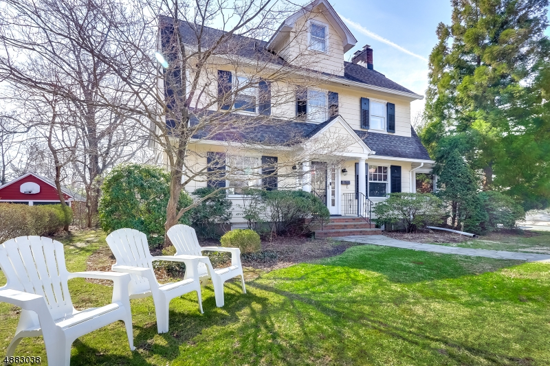 Maison unifamiliale pour l Vente à 37 EMERSON Road Glen Rock, New Jersey 07452 États-Unis