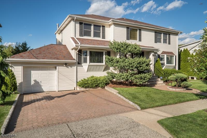 Multi-Family Homes pour l Vente à Lyndhurst, New Jersey 07071 États-Unis