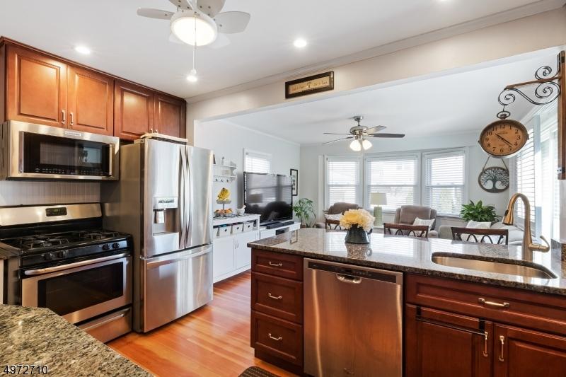 Single Family Homes vì Bán tại Kenilworth, New Jersey 07033 Hoa Kỳ