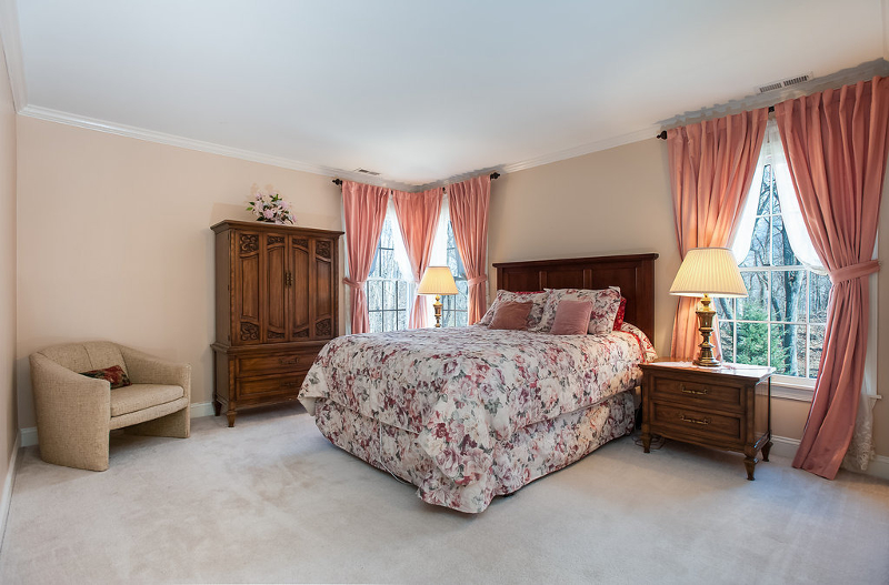 Additional photo for property listing at 2 Bradley Court  Dunellen, New Jersey 08812 États-Unis