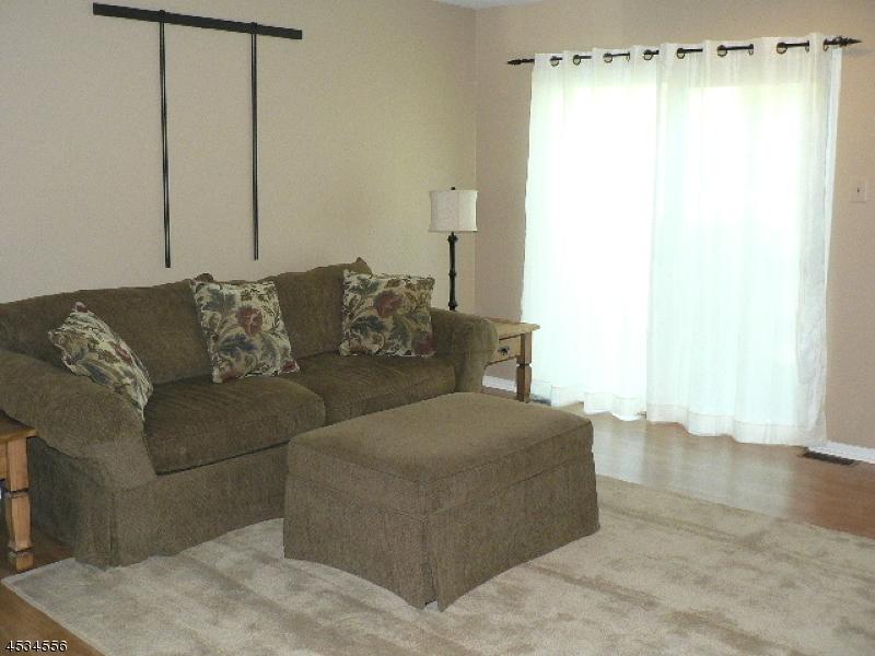Additional photo for property listing at 168 Hollow Oak Court  Hillsborough, Nueva Jersey 08844 Estados Unidos
