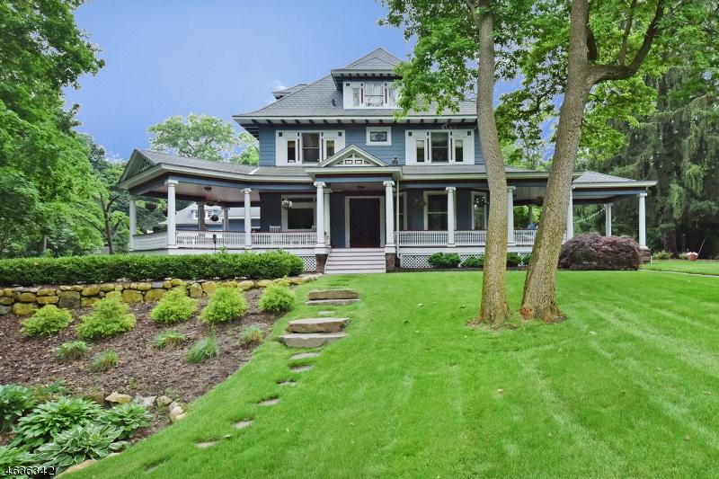 Частный односемейный дом для того Продажа на 448 Spring Avenue Ridgewood, 07450 Соединенные Штаты