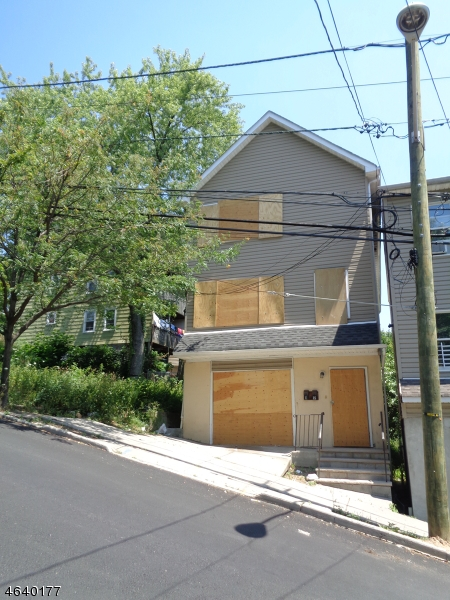 Additional photo for property listing at 112 Jefferson Street  Paterson, New Jersey 07522 États-Unis