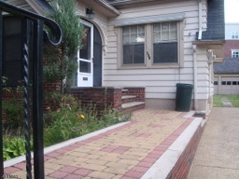 Частный односемейный дом для того Продажа на 308 Parker Road Elizabeth, Нью-Джерси 07208 Соединенные Штаты
