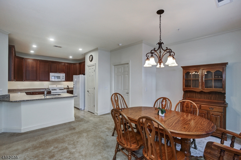 Additional photo for property listing at 6106 MINUTEMAN Lane  Somerset, Нью-Джерси 08873 Соединенные Штаты