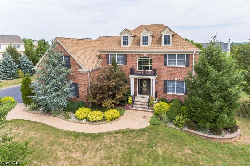 Частный односемейный дом для того Продажа на 10 Covel Drive Hillsborough, 08844 Соединенные Штаты