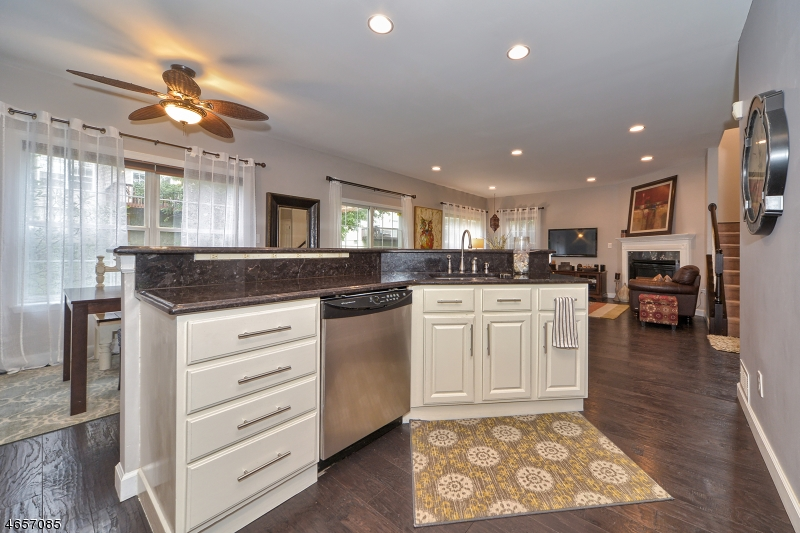 Additional photo for property listing at 6 Cambridge Place  Wayne, New Jersey 07470 États-Unis