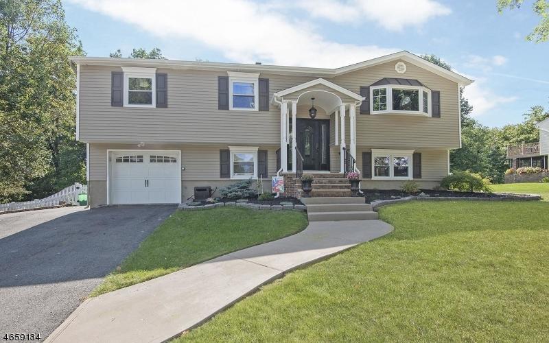 Casa Unifamiliar por un Venta en 27 Louis Drive Budd Lake, Nueva Jersey 07828 Estados Unidos