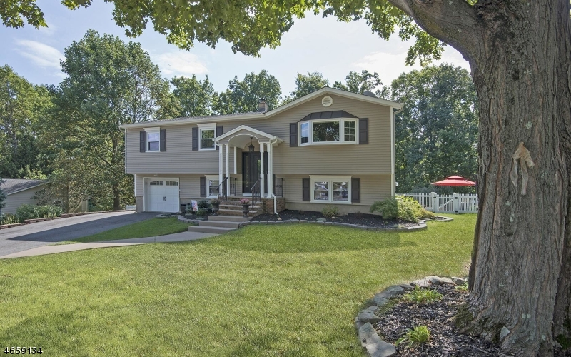 Additional photo for property listing at 27 Louis Drive  Budd Lake, Nueva Jersey 07828 Estados Unidos