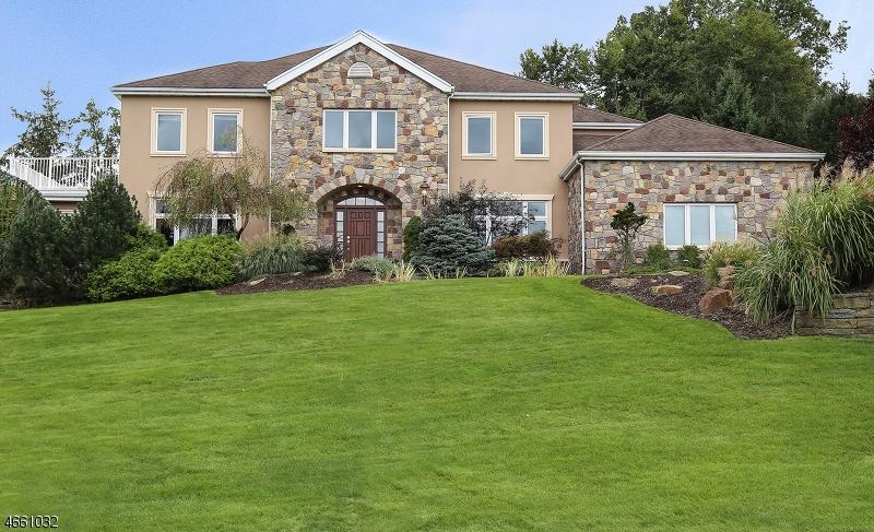 Частный односемейный дом для того Продажа на 46 BEACHMONT TER Caldwell, 07006 Соединенные Штаты