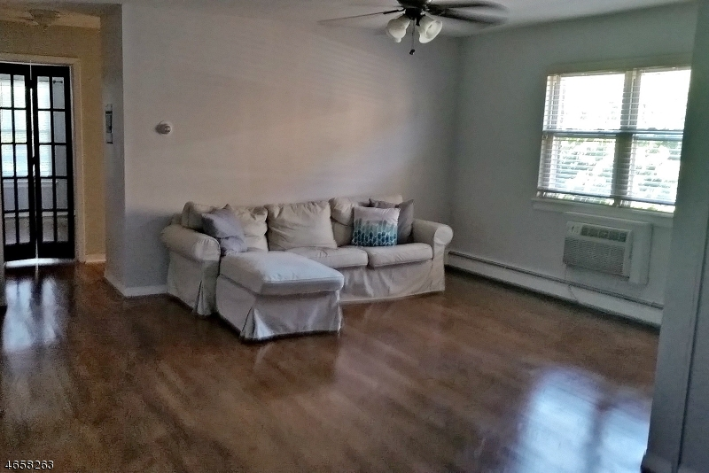 Частный односемейный дом для того Продажа на 511 Franklin Ave, U-C3 Belleville, Нью-Джерси 07109 Соединенные Штаты