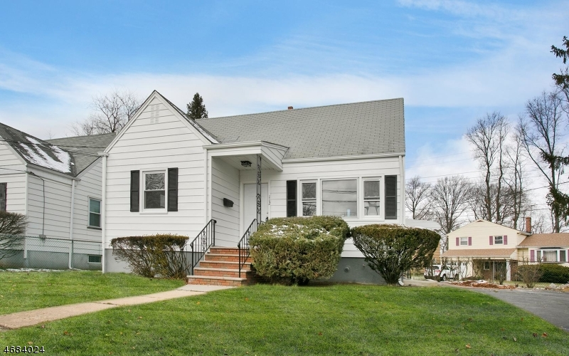 Single Family Home for Sale at 112 Dennis Street Roselle, New Jersey 07203 United States