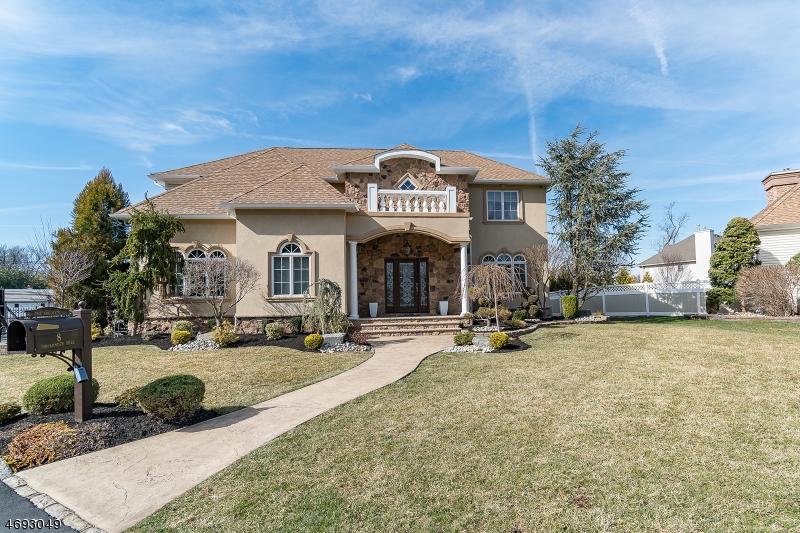 独户住宅 为 销售 在 8 Hollander Hill Court Clark, 07066 美国