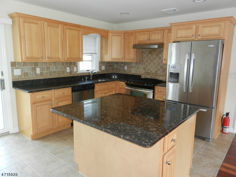 Частный односемейный дом для того Аренда на 113 Sussex Street Westfield, Нью-Джерси 07090 Соединенные Штаты