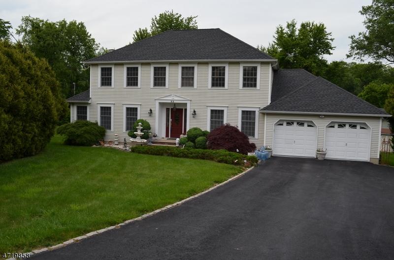 Maison unifamiliale pour l Vente à 22 Mulford Avenue East Hanover, New Jersey 07936 États-Unis