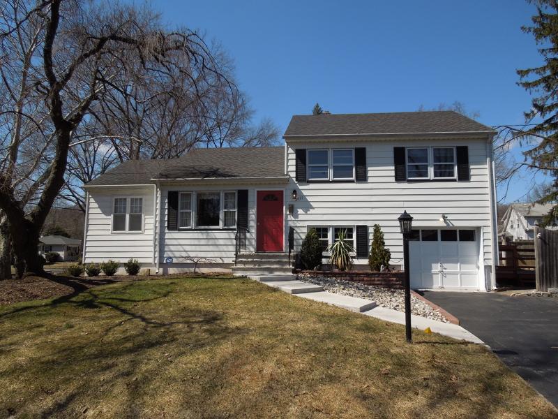 Maison unifamiliale pour l à louer à 2431 Coles Avenue Scotch Plains, New Jersey 07076 États-Unis