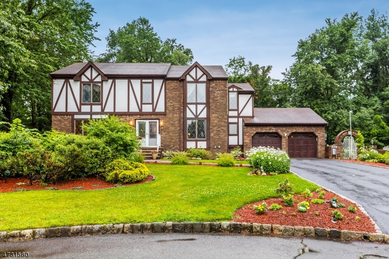 Single Family Home for Sale at 2 Woodside Avenue West Caldwell, 07006 United States