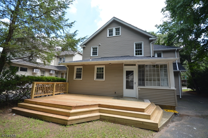 Single Family Home for Sale at 1066 Sussex Road Teaneck, New Jersey 07666 United States