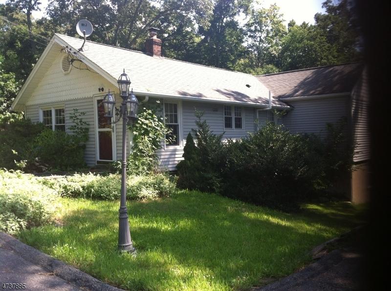 Casa Unifamiliar por un Alquiler en 318 Germantown Road West Milford, Nueva Jersey 07480 Estados Unidos