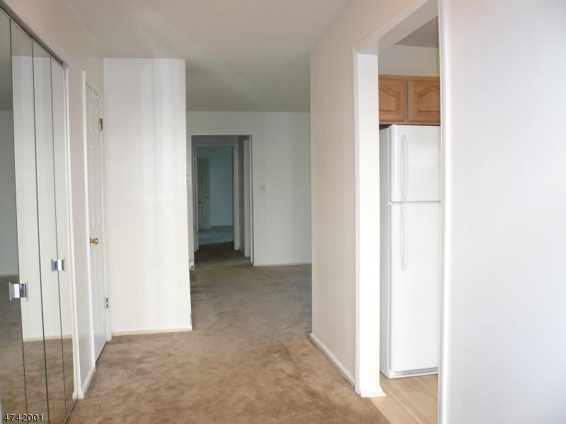 Nhà ở một gia đình vì Bán tại 426 Azalea Ter Branchburg, New Jersey 08876 Hoa Kỳ