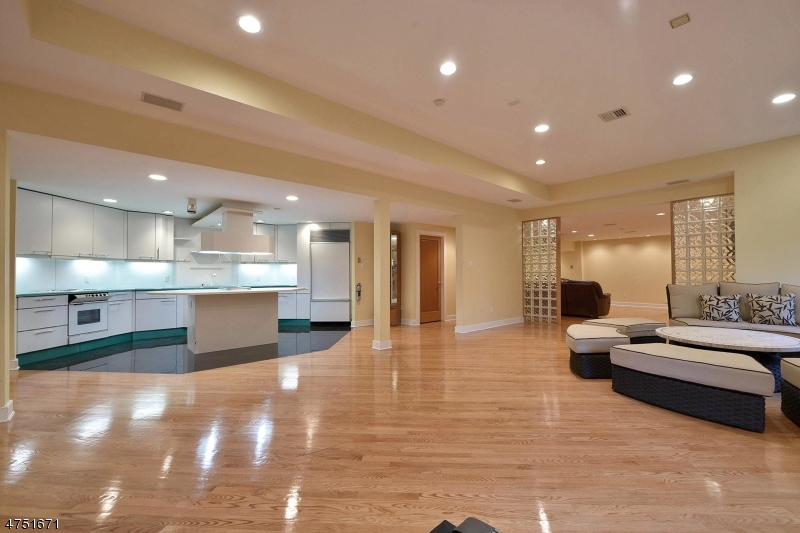 Additional photo for property listing at 186 Eileen Drive  Cedar Grove, New Jersey 07009 Hoa Kỳ