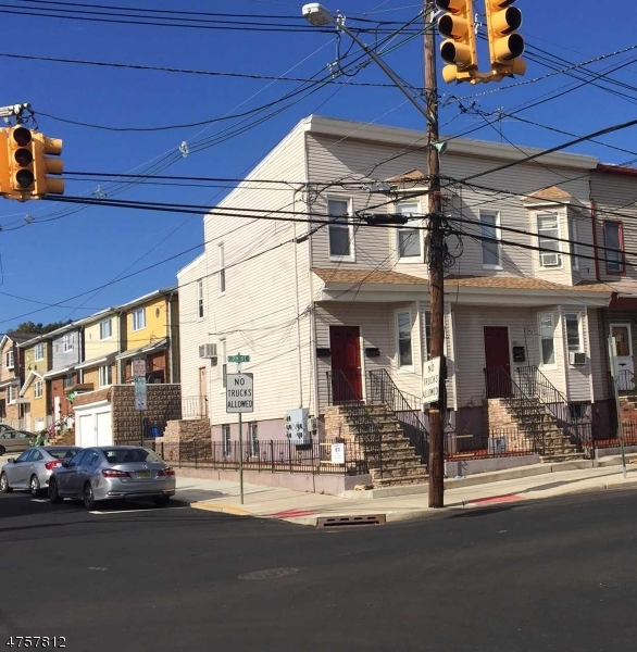 多户住宅 为 销售 在 419-421 7TH Street Harrison, 新泽西州 07029 美国