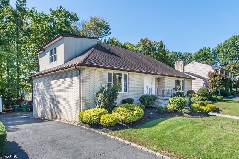 Частный односемейный дом для того Продажа на 6 Winfield Way Springfield, Нью-Джерси 07081 Соединенные Штаты