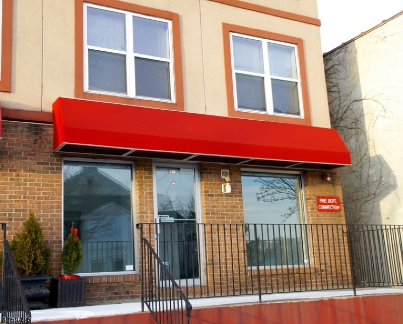 Commercial للـ Sale في 218 Bloomfield Avenue 218 Bloomfield Avenue Montclair, New Jersey 07042 United States