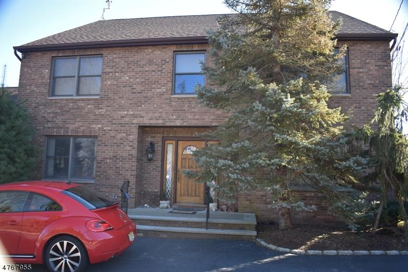 Maison unifamiliale pour l Vente à 387 River Road East Hanover, New Jersey 07936 États-Unis
