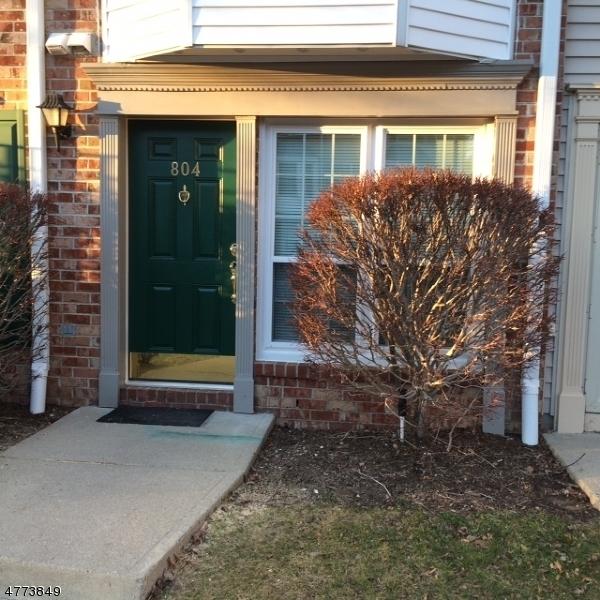 Частный односемейный дом для того Аренда на 804 Sassafras Court Mahwah, Нью-Джерси 07430 Соединенные Штаты