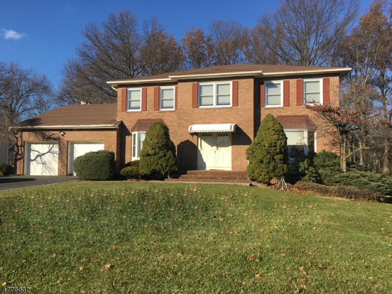 Maison unifamiliale pour l Vente à 10 Heather Drive East Hanover, New Jersey 07936 États-Unis
