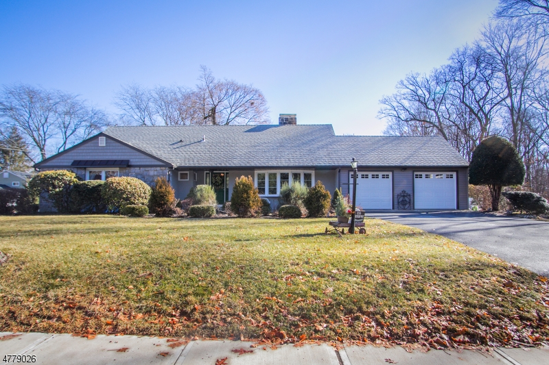 Single Family Home for Sale at 155 Mountain Way 155 Mountain Way Morris Plains, New Jersey 07950 United States