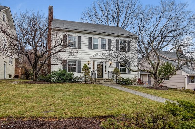 Частный односемейный дом для того Продажа на 56 S Prospect Street Verona, Нью-Джерси 07044 Соединенные Штаты
