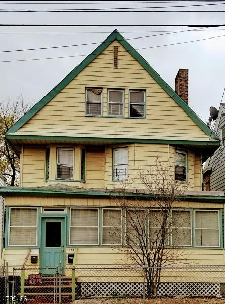 Maison avec plusieurs logements pour l Vente à 192 N Center Street Orange, New Jersey 07050 États-Unis