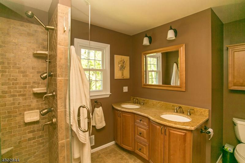 Additional photo for property listing at 33 Mockingbird Road  Allamuchy, Nova Jersey 07840 Estados Unidos