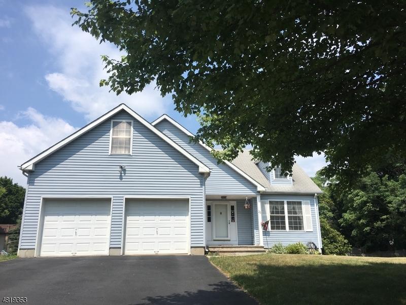 Maison unifamiliale pour l Vente à 23 FRELINGHUYSEN Street Belvidere, New Jersey 07823 États-Unis