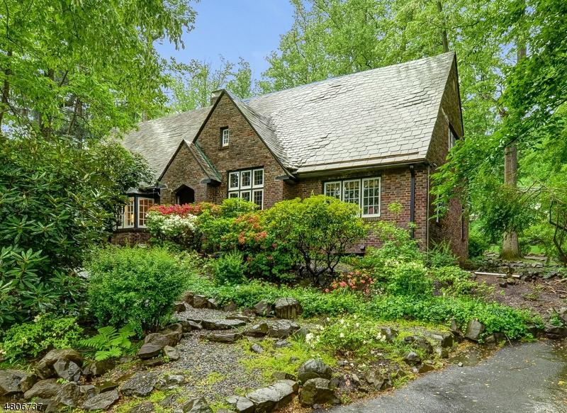 Maison unifamiliale pour l Vente à 205 WYOMING Avenue Maplewood, New Jersey 07040 États-Unis