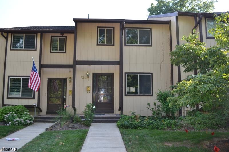 Property pour l Vente à 123 CHELSEA WAY Bridgewater, New Jersey 08807 États-Unis