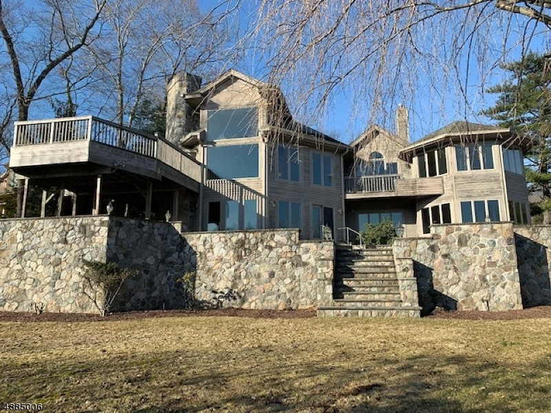 Villa per Vendita alle ore 151 SUMMIT Avenue Pompton Lakes, New Jersey 07442 Stati Uniti