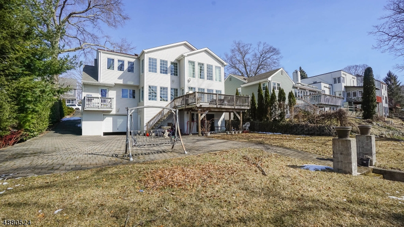 Single Family Home for Sale at 125 Lakeshore Dr 125 Lakeshore Dr Oakland, New Jersey 07436 United States