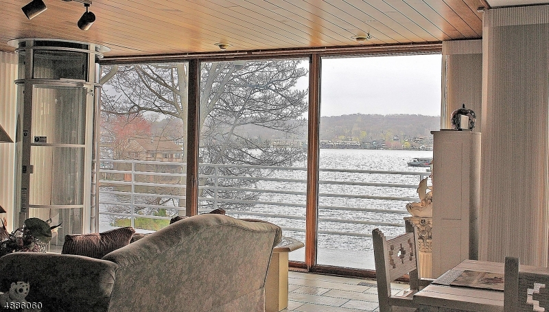 Additional photo for property listing at  Hopatcong, New Jersey 07843 États-Unis