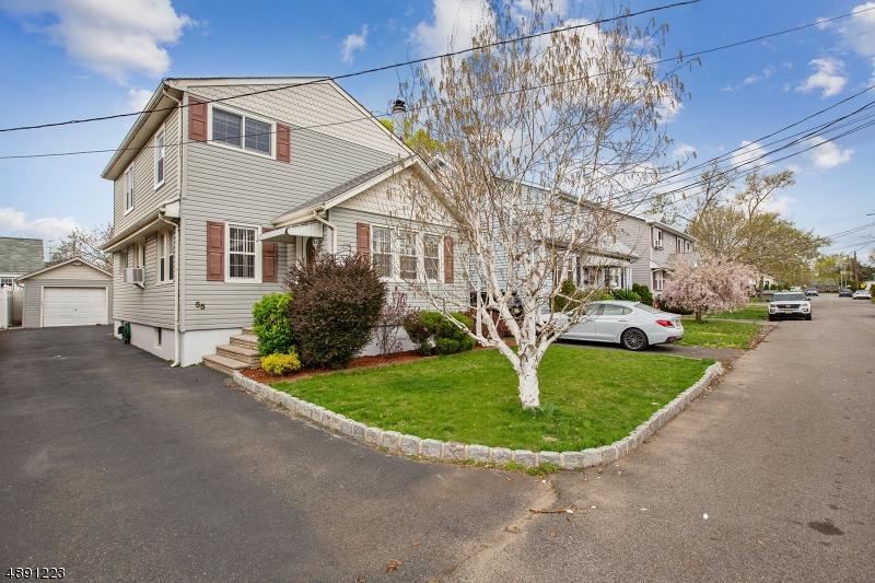 Maison unifamiliale pour l Vente à 55 WOODWARD Street Saddle Brook, New Jersey 07663 États-Unis