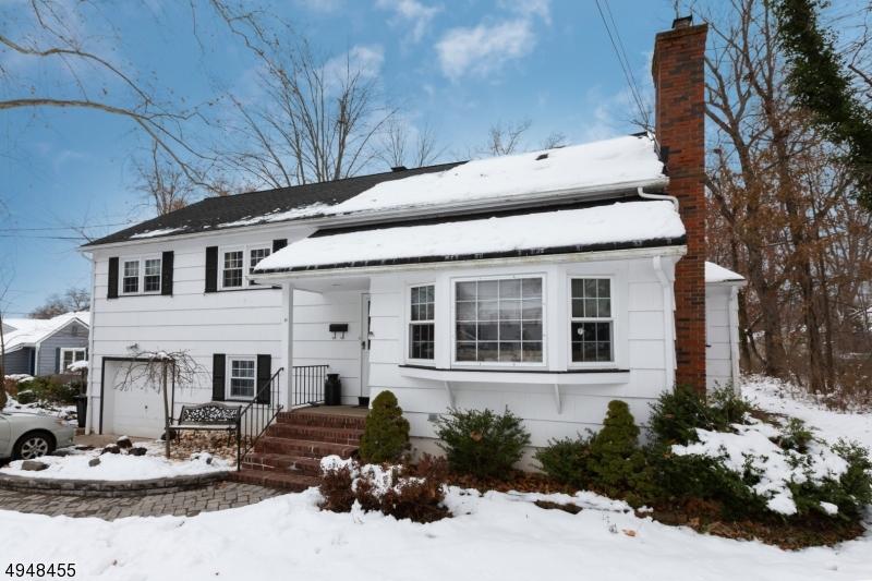 Single Family Homes 為 出售 在 West Caldwell, 新澤西州 07006 美國