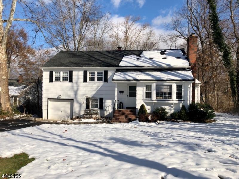 Single Family Homes für Verkauf beim West Caldwell, New Jersey 07006 Vereinigte Staaten