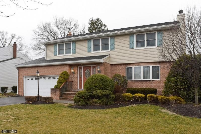 Single Family Homes per Vendita alle ore 50 RABKIN Drive Clifton, New Jersey 07013 Stati Uniti