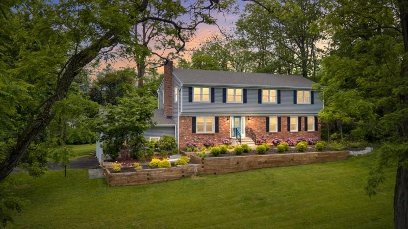 Single Family Homes 为 销售 在 Long Hill, 新泽西州 07946 美国
